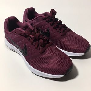 New Nike running shoes in burgundy size 8